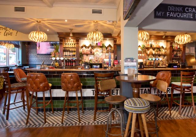 The Metropolitan Tavern Pubs In Uxbridge Serving Pub Food